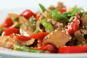 Pollo chino con verduras