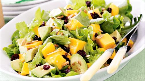Ensalada de aguacate mango y queso