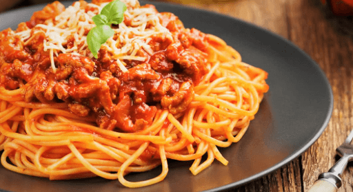 Espaguetis con carne picada sin tomate