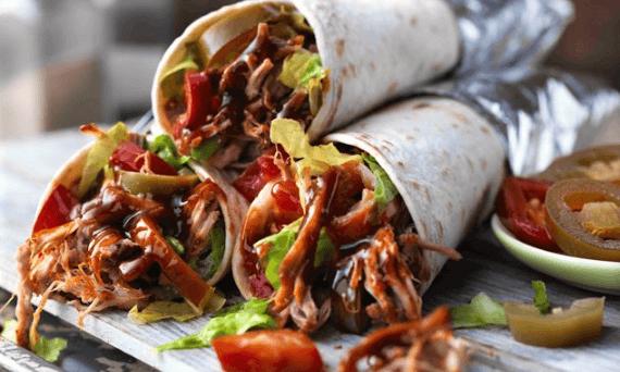 Burritos de deshebrada en salsa verde