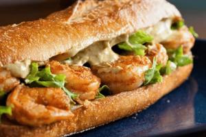 Pan de Ajo con queso y camarones