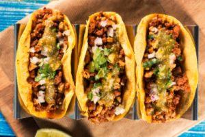 Tacos de canasta en salsa verde cruda