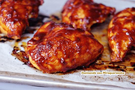 Receta de Muslos de pollo al horno con salsa BBQ